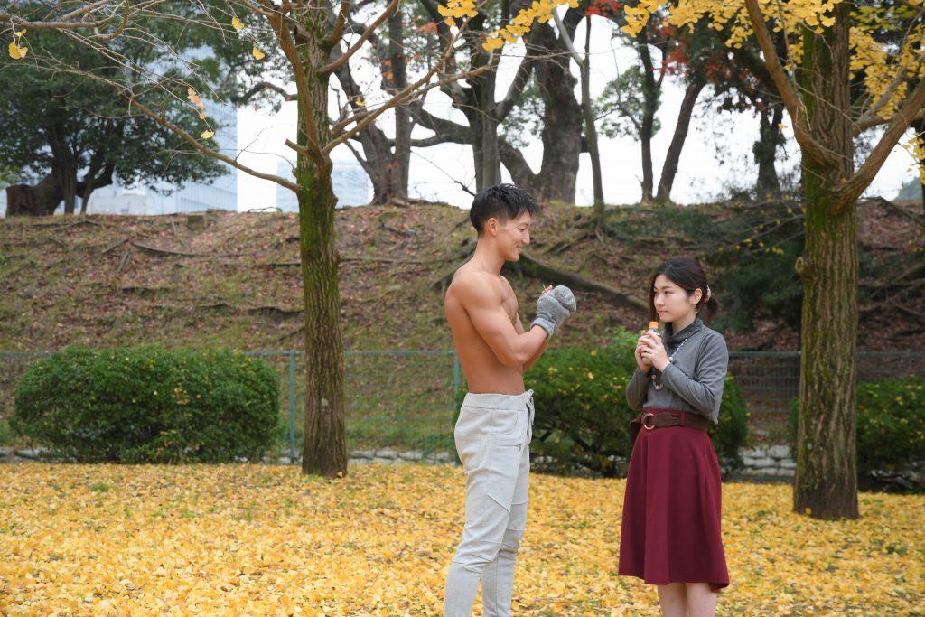 真冬の公園は寒いと気づいたマッチョ@写真 筋肉/reference photo for drawing muscle/date at the park
