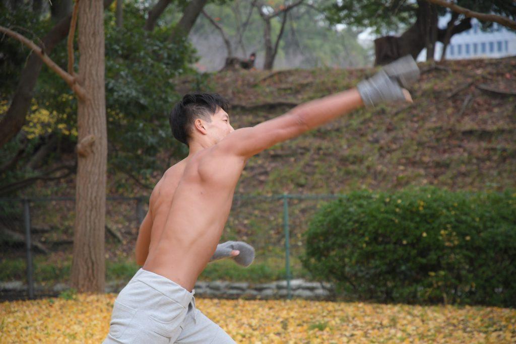 甘い飲み物はカラダがうけつけないマッチョ/reference photo for drawing muscle/date at the park@写真 マッチョ