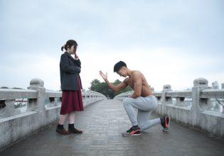 プロポーズするマッチョ@写真 マッチョ/reference photo for drawing muscle/proposed at the park