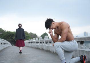 愛の告白をするものの、フラれるマッチョ@フリー素材 デート/reference photo for drawing muscle/date at the park