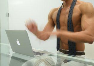 【オフィスのマッチョ】高速タイピングするマッチョ/reference photo for drawing muscle/work at the office@筋肉 資料