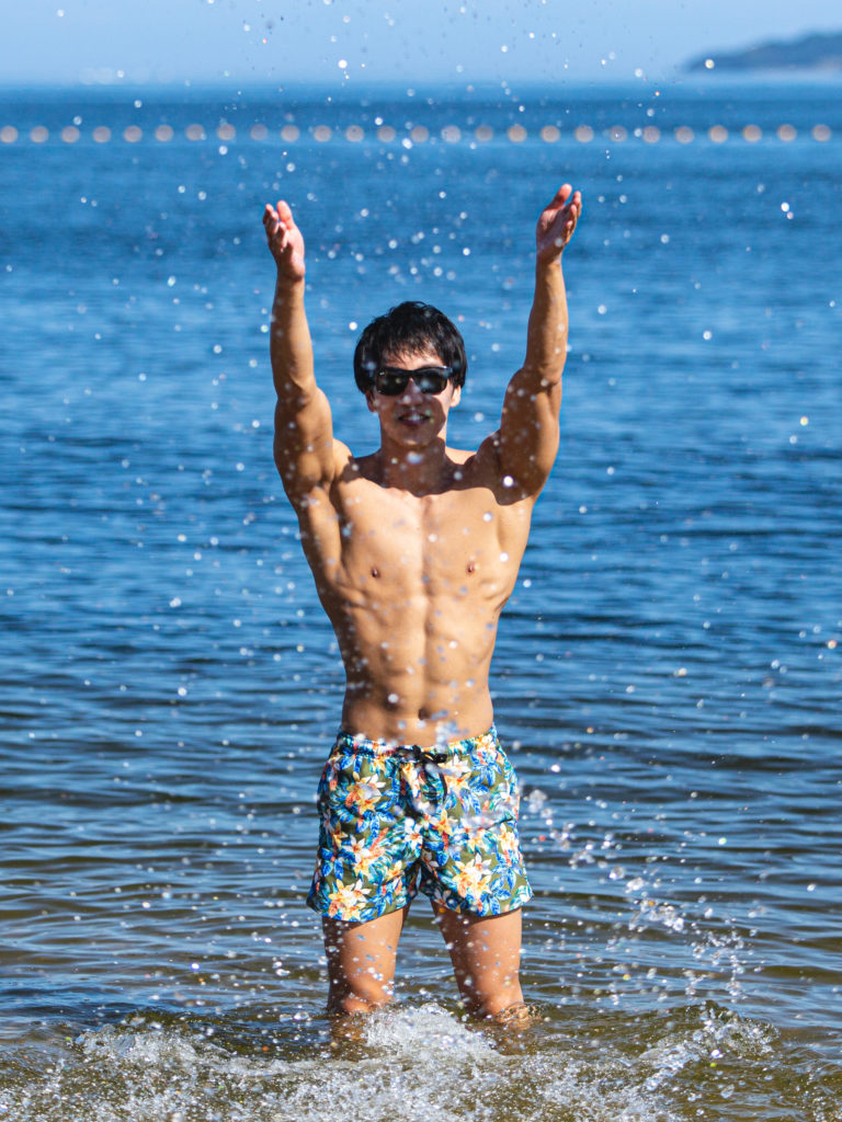 マッチョと海デートなうに使って良いよ/reference photo for drawing muscle at the beach@モデル 筋肉