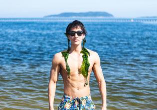 浜崎あ○みのアルバムジャケットを真似するマッチョ/reference photo for drawing muscle at the beach@モデル 筋肉
