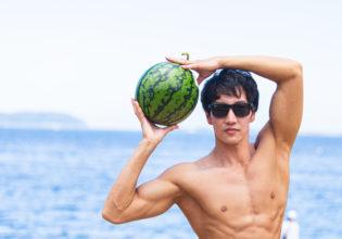 海とスイカとマッチョ/reference photo for drawing muscle at the beach@モデル 筋肉