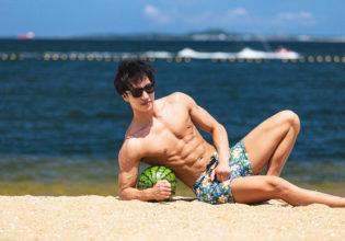 海とスイカとマッチョ2/reference photo for drawing muscle at the beach@モデル 筋肉