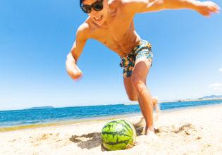 その日 スイカは思い出した マッチョに支配されていた恐怖を2/reference photo for drawing muscle at the beach@フリー素材 筋肉