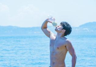 海と牛乳とマッチョ@著作権フリー 画像 筋肉