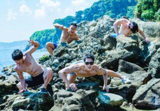 磯で臨戦態勢のマッチョたち/reference photo for drawing muscle at the sea@著作権フリー 画像 筋肉