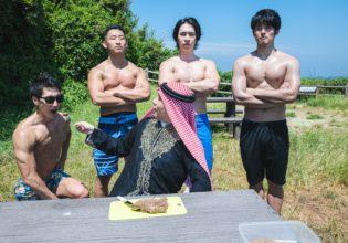石油王に「アーン」されるマッチョ/reference photo for drawing muscle at forest /dungeon@BBQ フリー素材