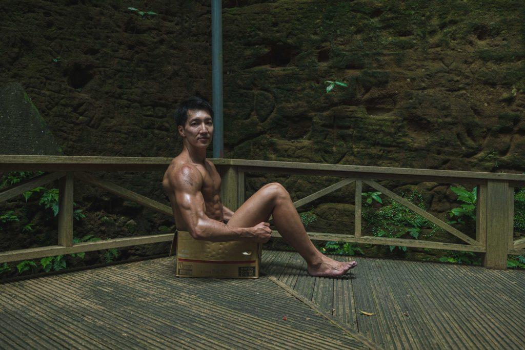 遺跡に捨てマッチョ2/reference photo for drawing muscle at forest /dungeon/box macho@フリー素材 筋肉
