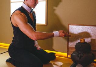 抹茶を点てるマッチョ/reference photo for drawing muscle /japanese tea party/maccha@茶会 写真 フリー