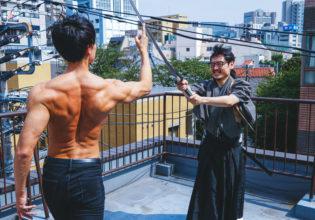 真剣を指で受け止めるマッチョ/reference photo for drawing muscle /japanese SAMURAI@侍 筋肉