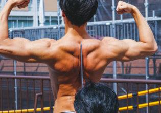 背筋で真剣白刃取りをするマッチョ/reference photo for drawing muscle /japanese SAMURAI@フリー素材 マッチョ