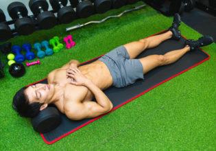 ダンベルを枕にして寝るマッチョ2/reference photo for drawing muscle/workout at gym@著作権フリー 画像 筋肉