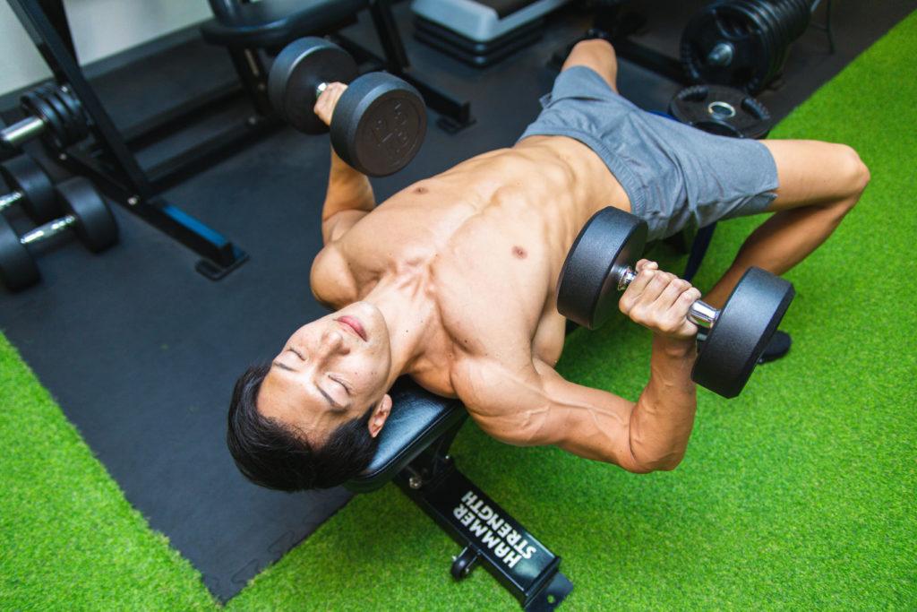 トレーニング中に寝落ちしたマッチョ6/reference photo for drawing muscle/workout at gym@筋トレ フリー素材