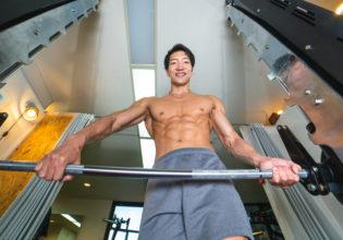 笑顔で追い込んでくるトレーナー4/reference photo for drawing muscle/personaltraner@ジム 福岡