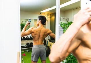 盛れる写真を撮ろうとするマッチョ2/reference photo for drawing muscles/physique@フィジーク 筋肉