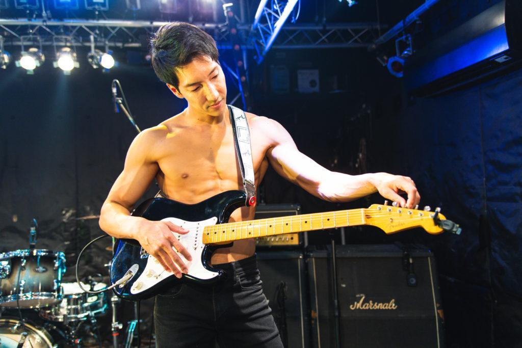 チューニングするマッチョ/reference photo for drawing muscle /Rook band@写真 マッチョ