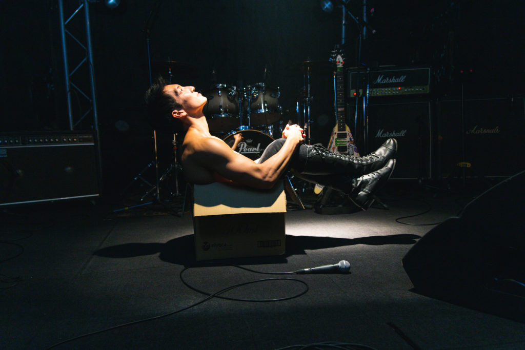 ライブハウスに捨てマッチョ/reference photo for drawing muscle /live music club/box macho@写真 マッチョ