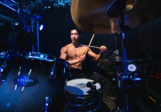 カウントを刻むマッチョ/reference photo for drawing muscle /live music club@写真 マッチョ