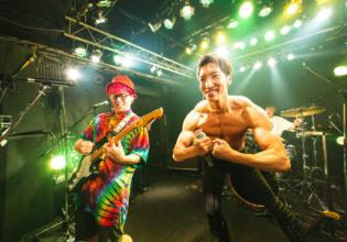 ライブ中にポージングするマッチョ/reference photo for drawing muscle /Rook band@ロックバンド 写真