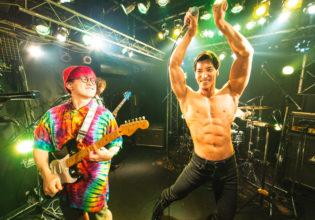 ライブ中にポージングするマッチョ/reference photo for drawing muscle /Rook band@フリー素材 筋肉