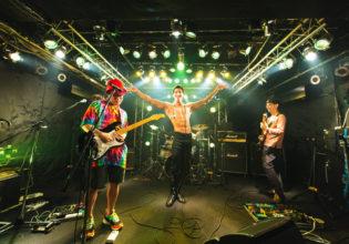 ライブ中にポージングするマッチョ/reference photo for drawing muscle /Rook band@マッチョ ショー