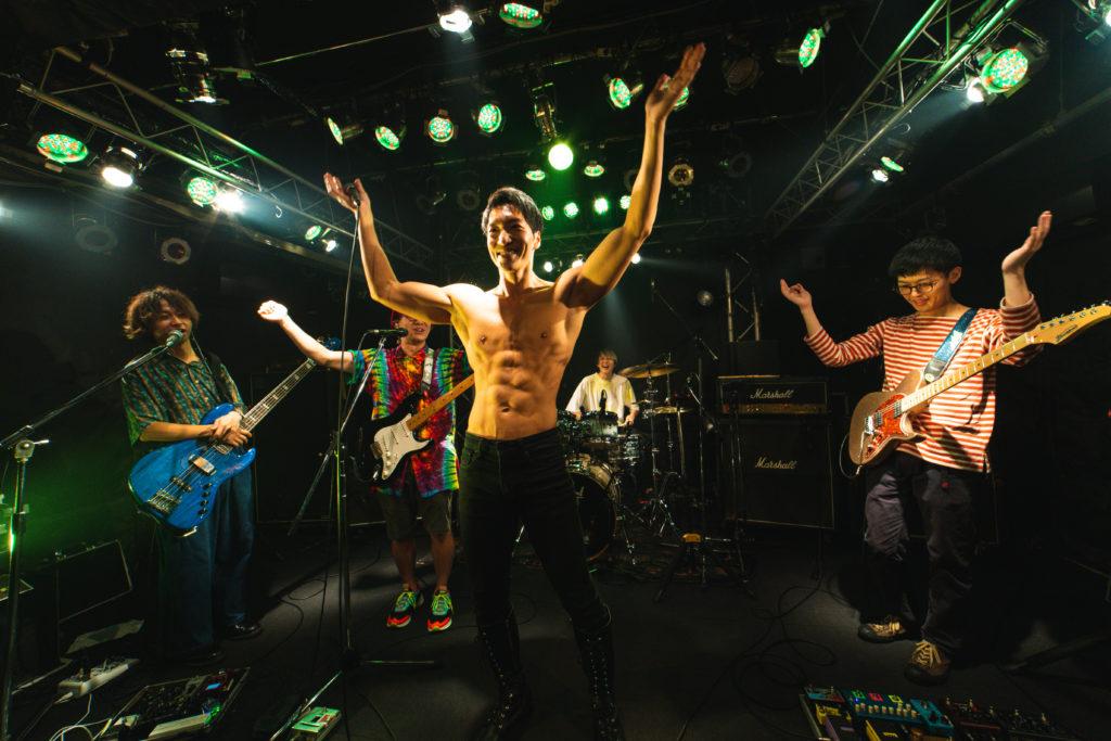 手拍子を求めるマッチョ/reference photo for drawing muscle /Rook band@マッチョ パフォーマンス
