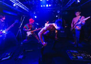 ヘドバンするマッチョ/reference photo for drawing muscle /Rook band@筋肉 パフォーマンス