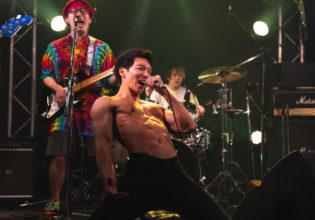 ライブがクライマックスなマッチョ@/reference photo for drawing muscle /Rook band@ロック フリー素材