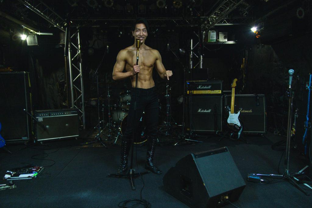 ドラムの3点を強めに返してくださいreference photo for drawing muscle /Rook band@ライブハウス ステージ