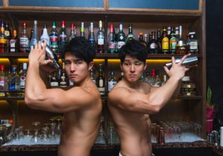 バーテン双子マッチョ/reference photo for drawing muscle bartender twins@著作権フリー 画像 筋肉