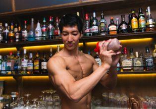 プロテインを作るマッチョ/reference photo for drawing muscle bartender@マッチョ バー 名古屋