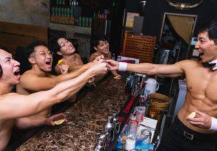 プロテインショットで乾杯するマッチョ/reference photo for drawing muscle bar@バーテン マッチョ