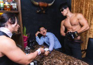 ぼったくりバーに例のごとく恐いお兄さん現れて怯えるマッチョ/reference photo for drawing muscle bar Tokyo@マッチョ バー 福岡