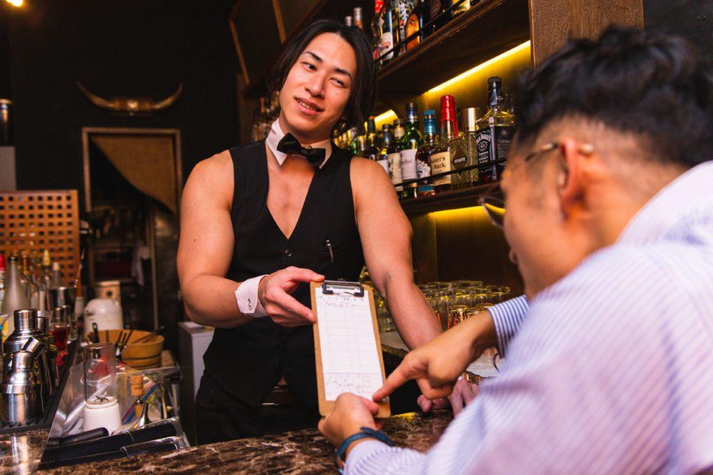 お会計290万円です(プロテインにバナナトッピングしただけ)/reference photo for drawing muscle bar TOKYO@マッチョ バー 福岡