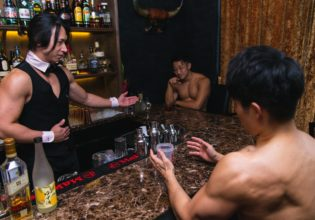 あちらのマッチョ様からプロテインです/reference photo for drawing muscle bar@マッチョ バー 東京