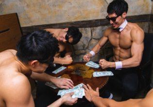 プロテインを懸けた熾烈なポーカーに終止符が打たれた/reference photo for drawing muscle bar@バー 画像 無料