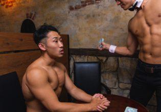 プロテインの闇取引に失敗し制裁されるマッチョ1/reference photo for drawing muscle bar@マッスルプラス バー