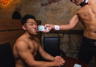 プロテインの闇取引に失敗し制裁されるマッチョ2/reference photo for drawing muscle bar@著作権フリー 画像 筋肉