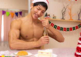 コルクが中々抜けないマッチョ/reference stock photo muscle santa claus in Xmas christmas @マッチョ写真集