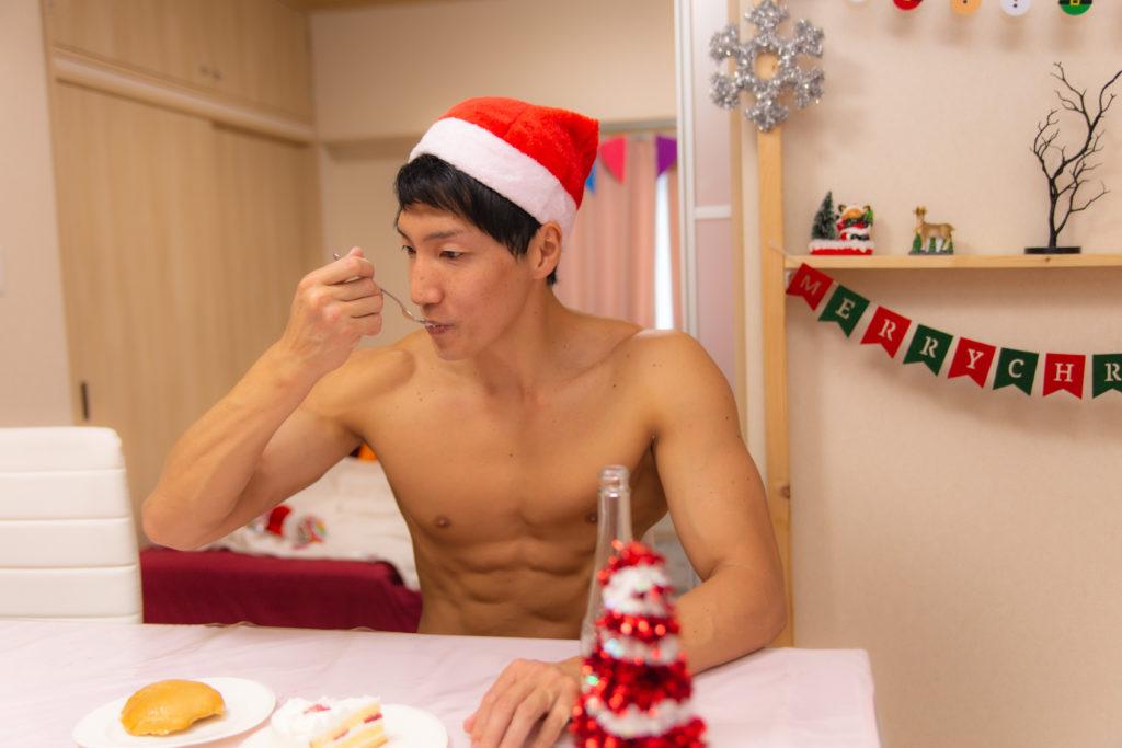 クリスマスケーキ型プロテインをいただくマッチョ2@マッチョ写真集