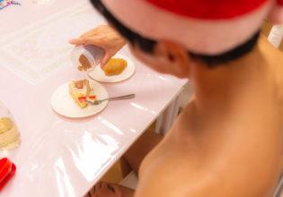 クリスマスケーキにプロテインをトッピングするマッチョ@マッチョ写真集