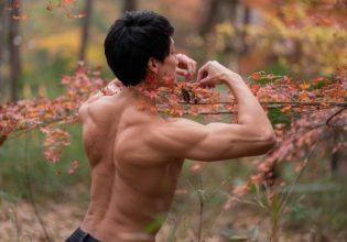小さい秋探すマッチョ/reference stock photo muscle in autumn colors@モデル マッチョ