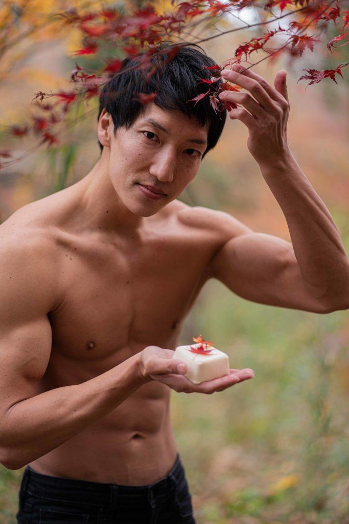 色付や豆腐に落て薄紅葉(芭蕉)縦写真/reference stock photo muscle in autumn colors@フリー素材 紅葉