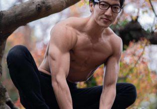 猫ちゃんになりたいマッチョ(縦写真)/reference stock photo muscle in autumn colors@モデル 筋肉