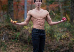りんごとバナナとマッチョ(縦写真)/reference stock photo muscle in autumn colors@モデル 筋肉