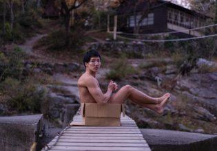 橋に捨てマッチョ/reference stock photo muscle in autumn colors@モデル 筋肉