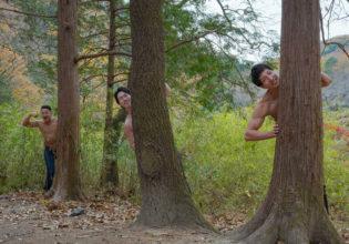 「僕たちの森へようこそ!」と歓迎するマッチョ@フリー素材 マッチョ