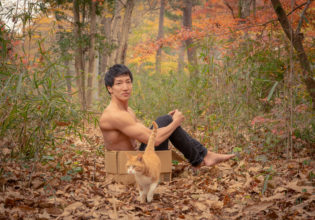猫にも捨てられるマッチョ/reference stock photo muscle in autumn colors/box macho and cat@フリー素材 マッチョ